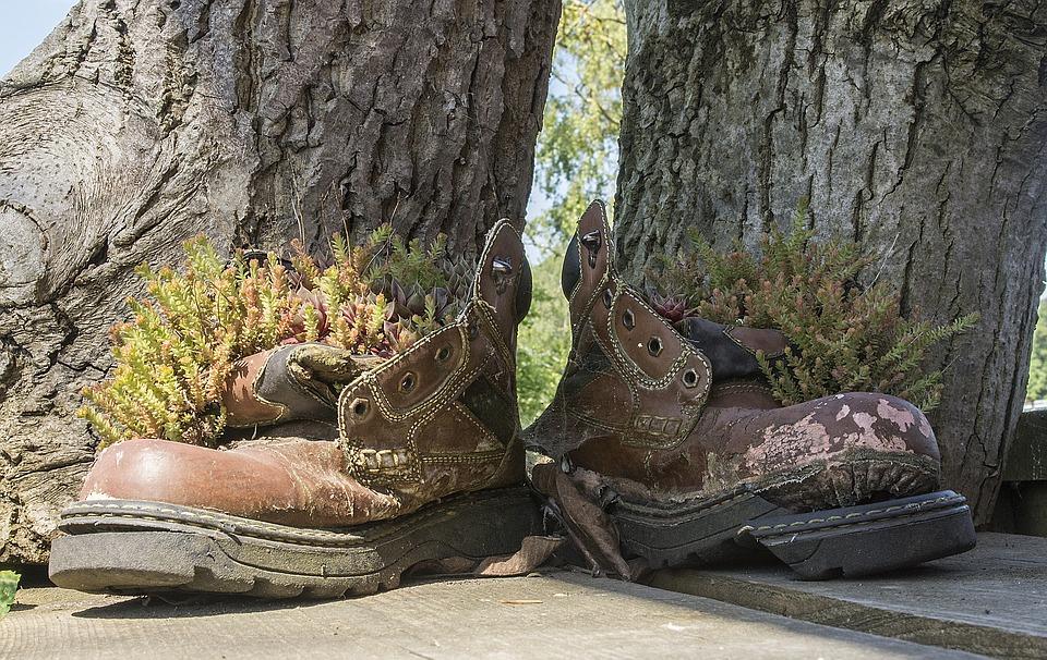 dream about broken shoes