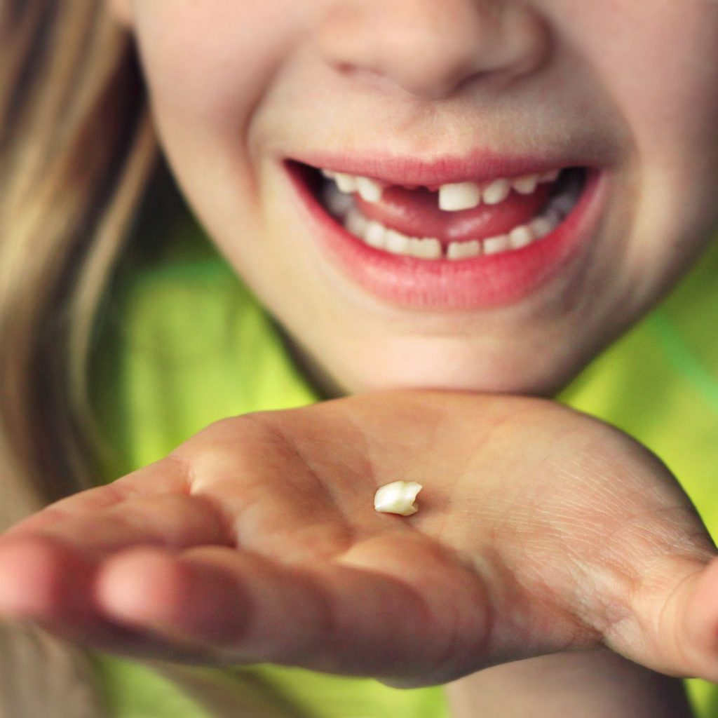 What does it mean to dream about falling teeth?